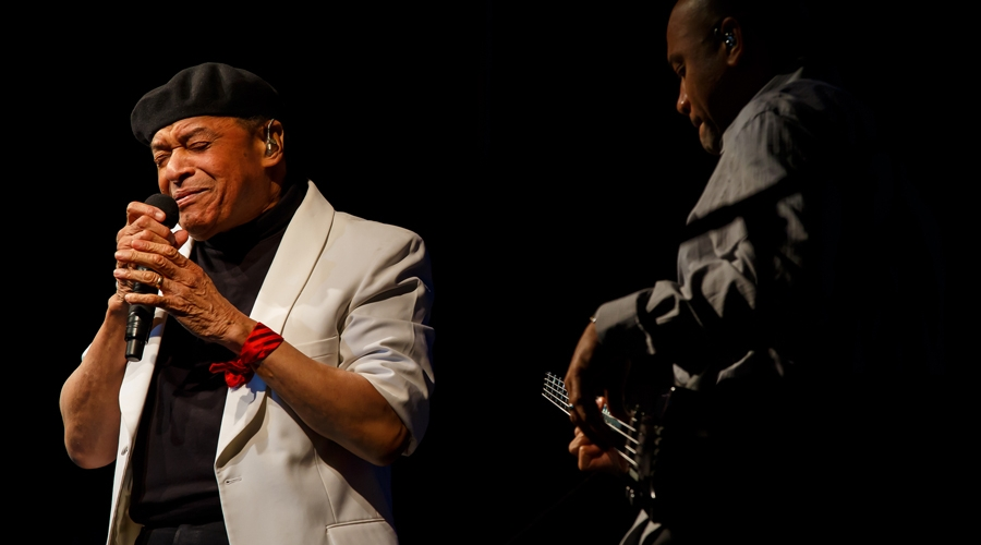 Al jarreau sings on stage at weekend of jazz kiawah