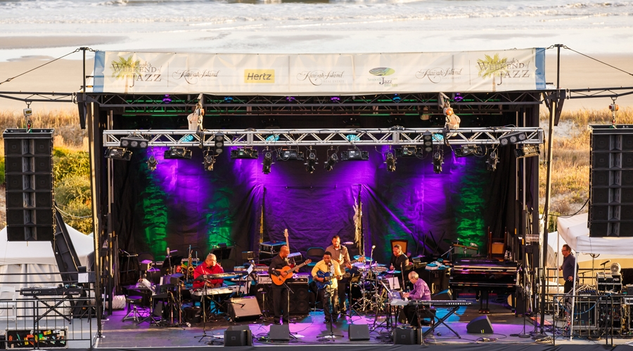Earl klugh and his band take the stage at the annual weekend of jazz kiawah
