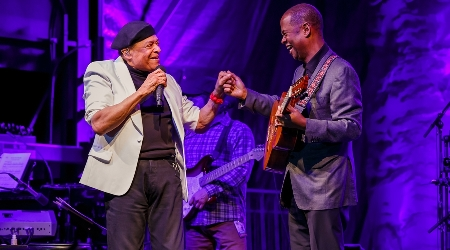Al jarreau and earl kluge take the stage at weekend of jazz kiawah