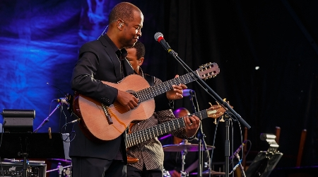 Earl klugh performs at annual weekend of jazz kiawah