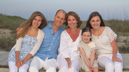 Family vacation portrait courtesy of PhotoGraphics