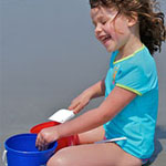 girl-beach-bucket